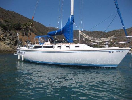 1986 Catalina Sloop On The Mooring