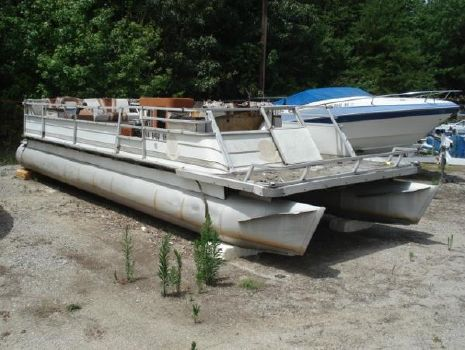 1982 Crestliner Fixer Upper