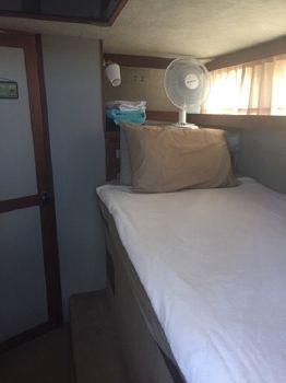 1987 Carver 3207 Aft Cabin