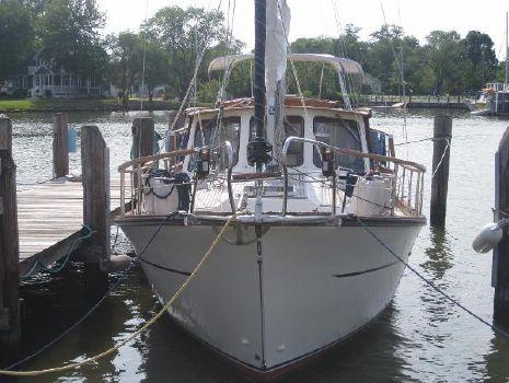 1986 Nauticat 33 Nauticat 33 - Bow View