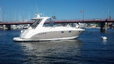 2007 Chaparral 350 Signature Starboard Side, In Water
