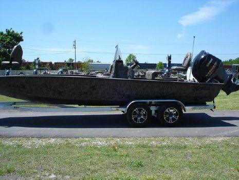 2016 Xpress H24 Bay Boat Camo