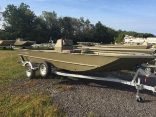 2018 LOWE Roughneck 1860 Center Console