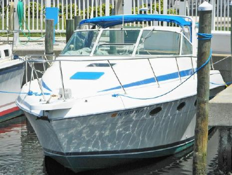 1995 Tiara 290 Sport Starboard bow view