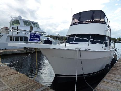 2005 Mainship 430 Trawler Port View