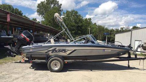 1996 Astro 18FSX Bass Boat