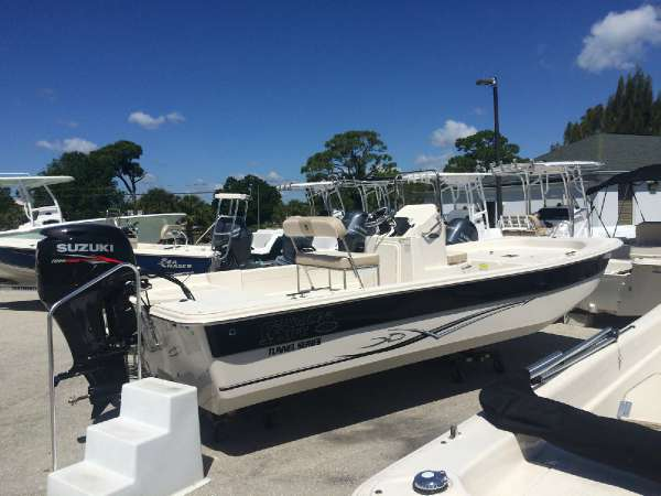 2015 Carolina Skiff DLX Tunnel Series - 198 DLX