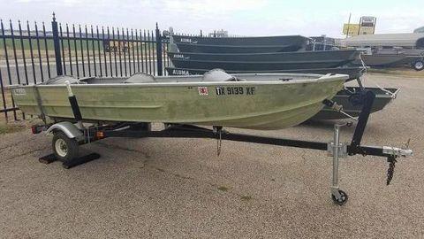 1972 Monark 14' V Boat