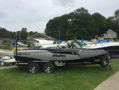 2017 MALIBU Response TXi Closed Bow