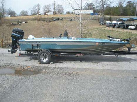 1990 Champion Boats 184 Sc