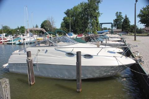 2001 Regal 2460 Commdore Starboard side