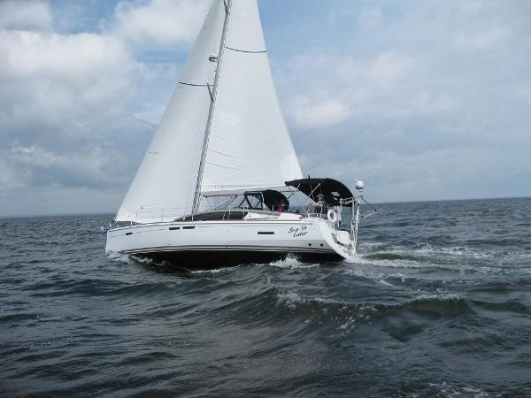2013 Jeanneau 44 DS Sun Odyssey 44' Jeanneau underway port profile