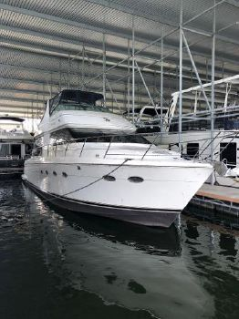 2001 Carver 530 Voyager Pilothouse STBD bow profile