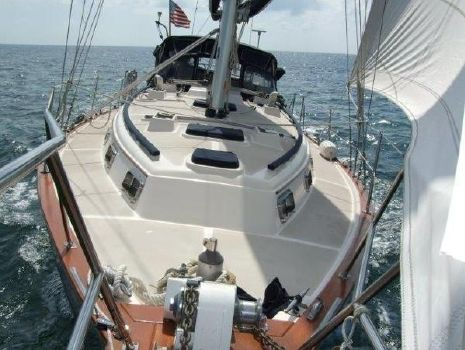 1989 Island Packet 38 Under Sail