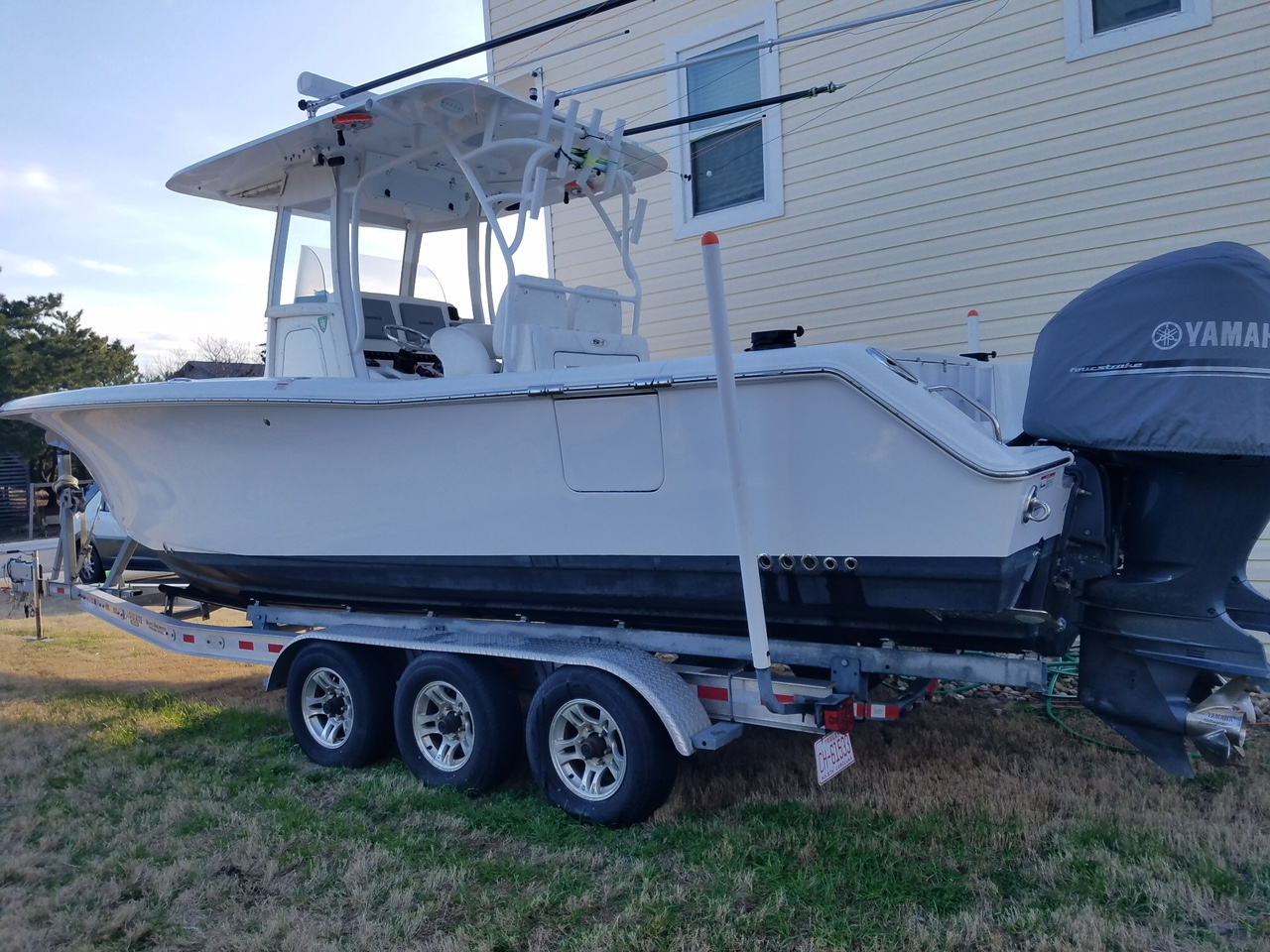 2014 Sea Hunt Gamefish 30 2014 Sea Hunt 30 Gamefish, port side, NOTE the Dive Door