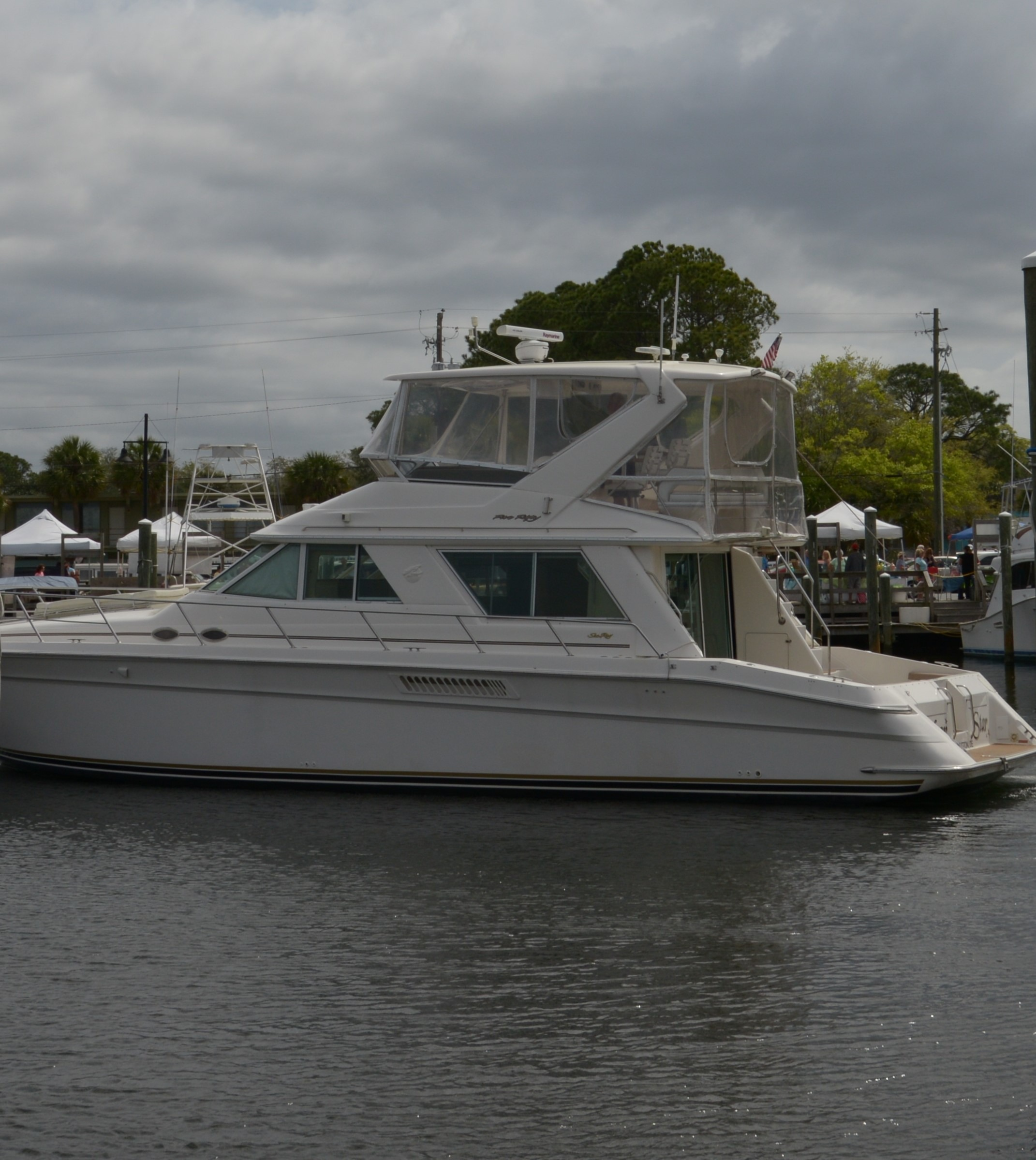 Check out this 1998 SEA RAY SEDAN BRIDGE on Boattrader com