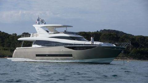2016 Prestige Yachts 750
