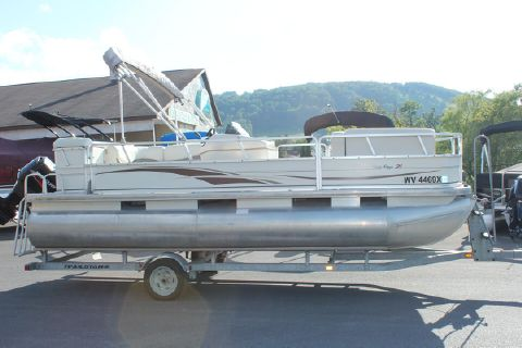 2005 Sun Tracker 21 Party Barge