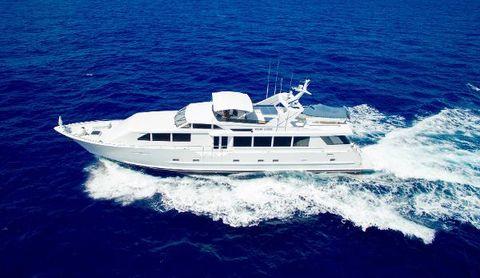 2000 Broward RPH Motor Yacht Profile Running