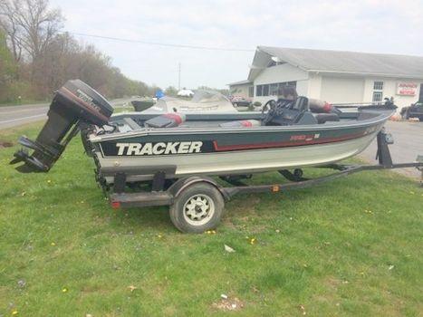 1990 Bass Tracker DEEP V PRO 16