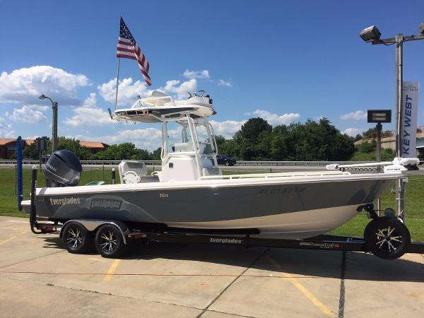 2015 Everglades Boats 243 Cc