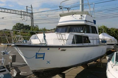 1989 Marinette 32 Fly Bridge Sedan Cruiser 1989 Marinette 32 Fly Bridge Sedan Cruiser for sale in Stratford, CT