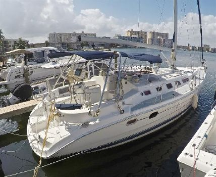 2006 Hunter 466 LE Starboard View