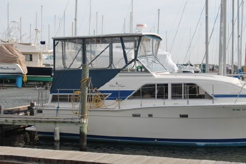 1986 Chris-Craft Catalina double cabin