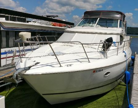 2000 Cruisers 4450 Express Port Side Bow