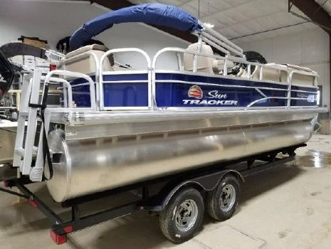 2018 Sun Tracker 20 Party Barge