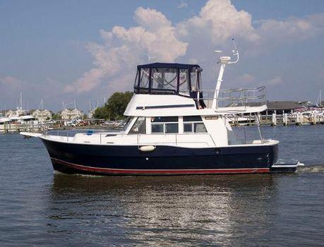 2002 Mainship 390 Trawler Profile