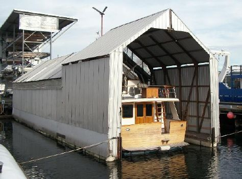 1990 LAKE Custom Design Boat House