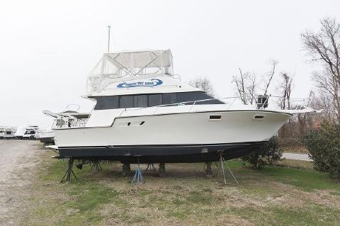 1991 Luhrs 3400 Motor Yacht Profile