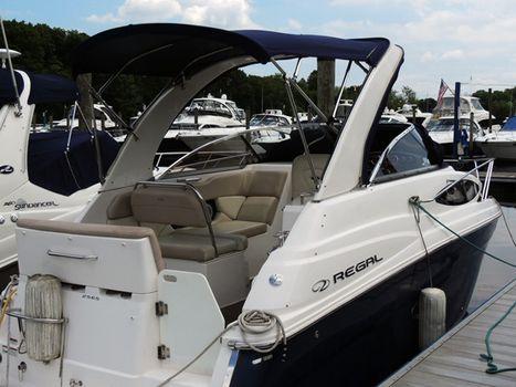 2011 Regal 2565 Express Cruiser