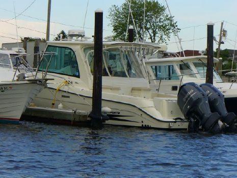 2009 Hydrasports HS3500FVX Endeavor 35 Dockside