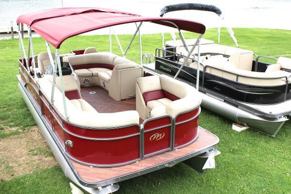 2015 Manitou 22 Oasis Angler Full Front