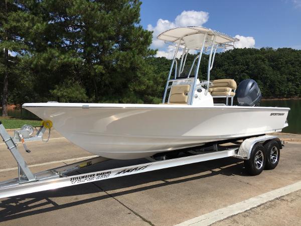 2016 Sportsman Masters 207 Bay Boat
