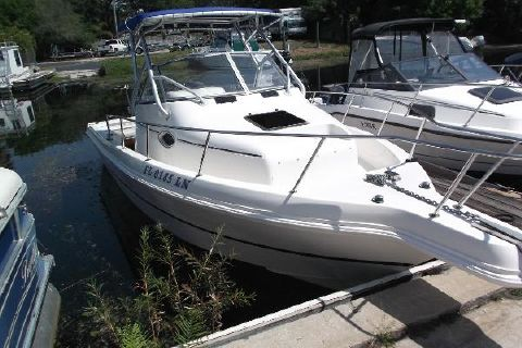 2001 Caravelle Boats 230 Walk Around Outboard