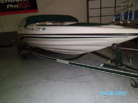 1996 Caravelle Boats Interceptor 232 Bow Rider