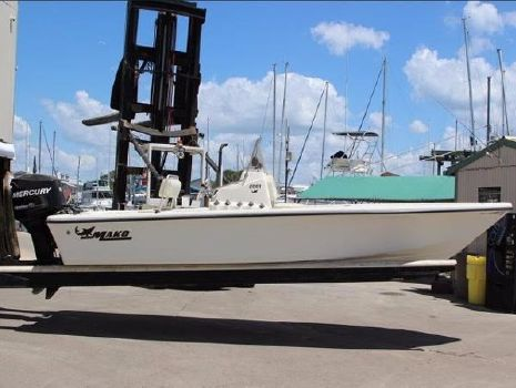 2007 Mako 2201 Center Console Starboard side view