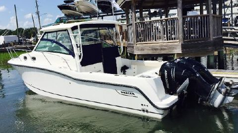 2017 Boston Whaler 315 Conquest
