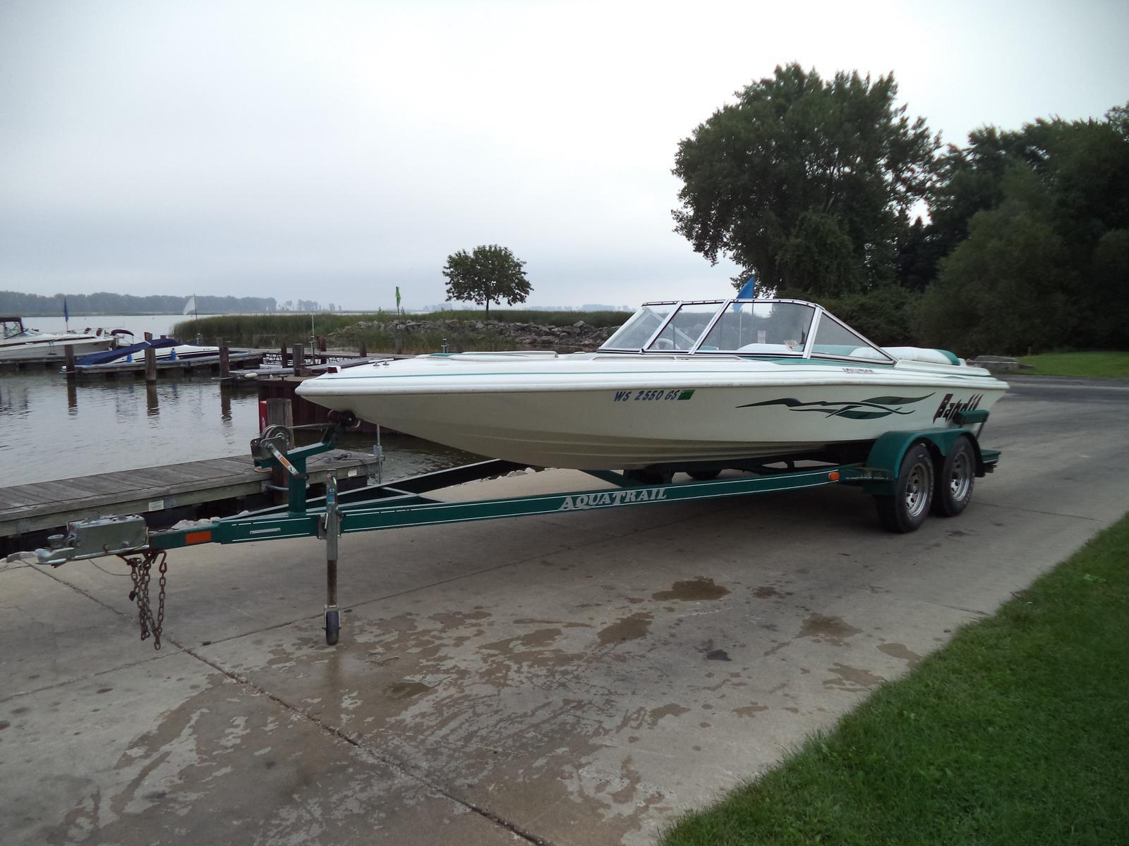 2001 Aquatron 2100 Br 21 Foot 2001 Motor Boat In Green