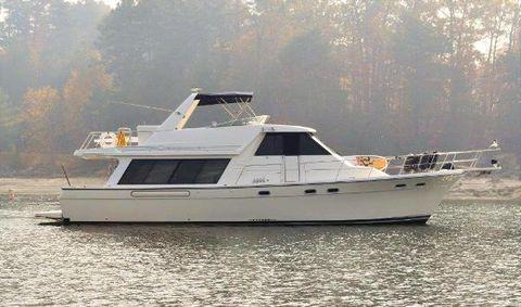1999 Bayliner 4788 Pilot House Motoryacht Starboard profile