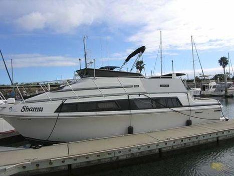 1986 Carver 32 Mariner Docked
