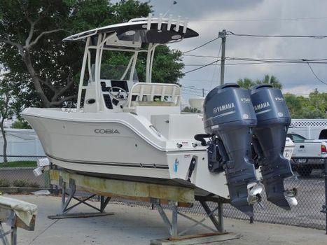 2014 Cobia Boats 237 Center Console