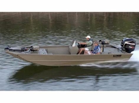 2015 LOWE BOATS Hunting Roughneck 2070 SC