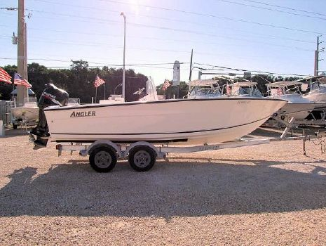 2009 Angler Boats 20 Center Console