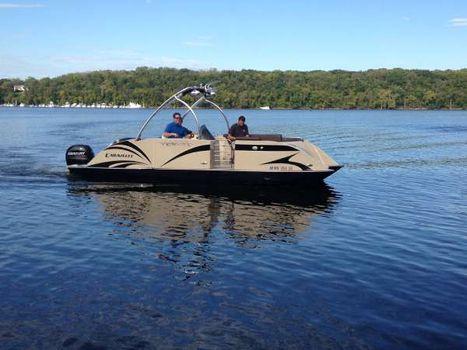 2015 Caravelle Boats 237 UU Razor