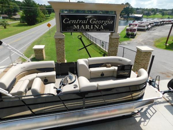 2018 Bentley 240 Cruise Se