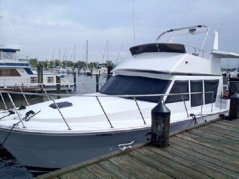 2000 Sterling Grand Cayman Motor Yacht
